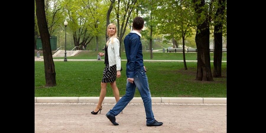 comment-aborder-une-fille-dans-la-rue