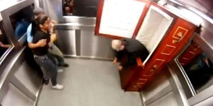 camera-cachee-ils-sont-bloques-dans-un-ascenseur-avec-un-mort-vivant_110569_w620