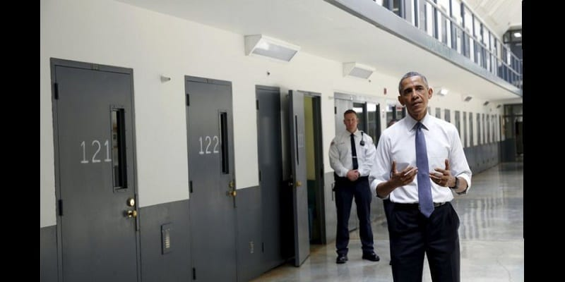 OBAMA, 1ER PRÉSIDENT EN EXERCICE À VISITER UNE PRISON FÉDÉRALE