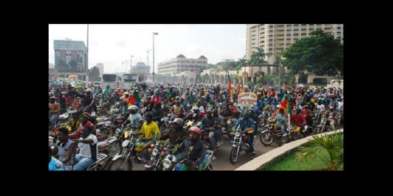s-EMBOUTEILLAGE-MOTO-TAXI-DOUALA_large