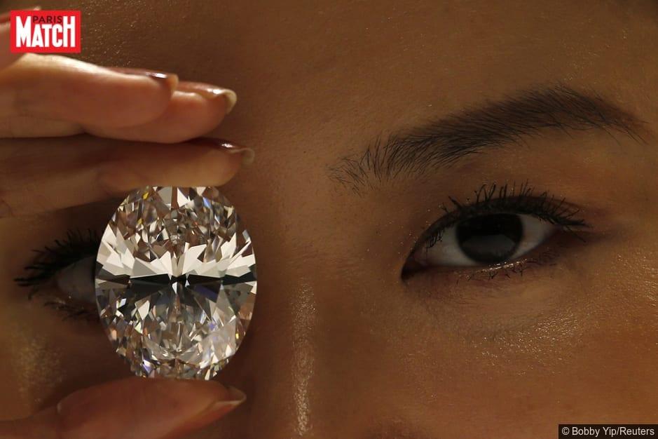 Un-diamant-de-245-000-cache-dans-le-ventre