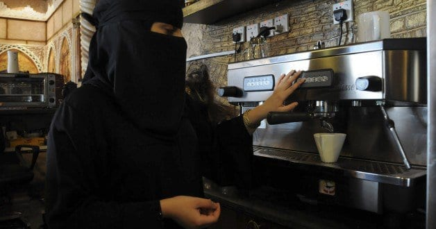 saudi-women-working-628×330