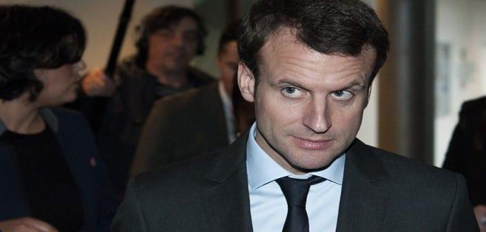 Emmanuel-Macron-visite-le-campus-des-metiers-et-de-l-entreprise-pour-discuter-avec-les-apprentis-a-Bobigny-le-11-janvier-2016_exact1024x768_l