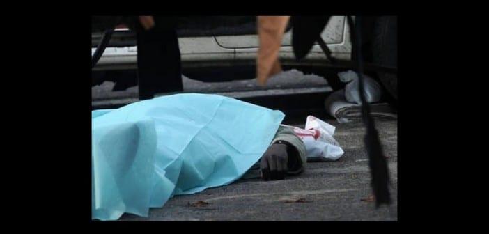 I corpi di due senegalesi uccisi durante una sparatoria in piazza Dalmazia a Firenze, oggi 13 dicembre 2011.Un terzo uomo è stato ferito ed è stato ricoverato  in gravissime condizioni all'ospedale di Careggi.   ANSA/CARLO FERRARO