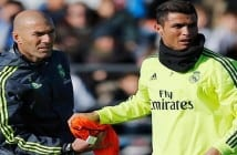 MADRID, SPAIN - JANUARY 05:  Newly appointed manager of Real Madrid Zinedine Zidane hands a bib to Cristiano Ronaldo during a Real Madrid training session at Valdebebas training ground on January 5, 2016 in Madrid, Spain.  (Photo by Gonzalo Arroyo Moreno/Getty Images)