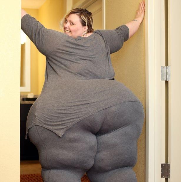 Bobbi-Jo , ce mannequin de 43 ans qui sefait une fortune en exposant ses rondeurs en ligne: PHOTOS