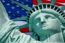 2015-08-27-1440691355-9781376-Statuelibertepleure