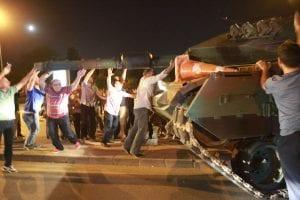 Coup d'état en Turquie : la tentative de l'armée échoue, le bilan est catastrophique (photos)