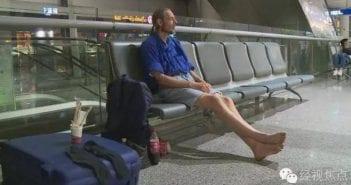 15389872-il-passe-10-jours-en-vain-dans-un-aeroport-pour-attendre-sa-dulcinee