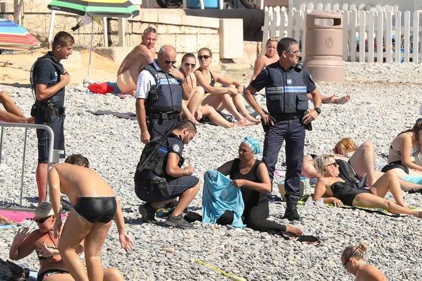 France: La police ordonne à une musulmane de retirer son burkini sur la plage à Nice (PHOTOS)