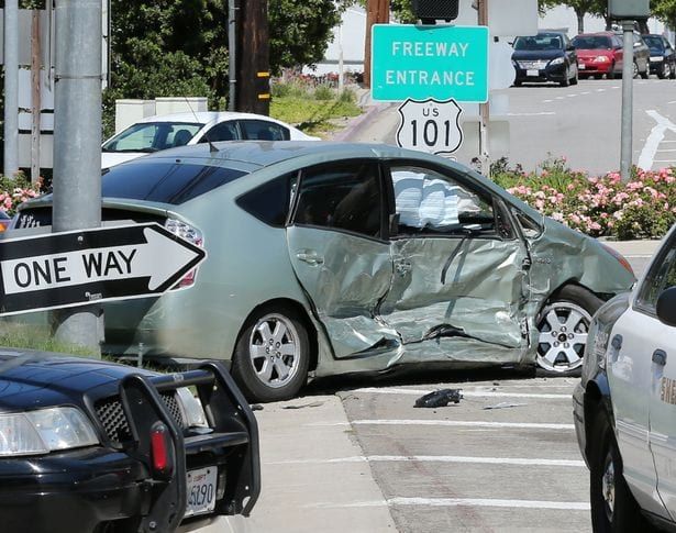 Scene-from-Kris-Jenners-car-crash-in-Calabasas (1)