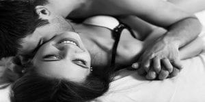 Couple: voici 4 manières de faire porter le préservatif en excitant à fond votre partenaire!