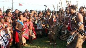 Swaziland-mswati-iii-le-roi-lion-et-ses-vierges