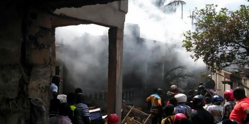 Togo alerte une maison abritant une boite de nuit en feu for Maison rouge boite de nuit