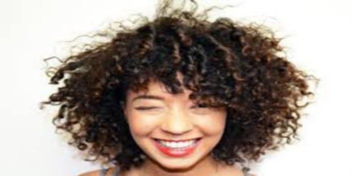 mode voici quelques habitudes en 5 points qui vous font friser les cheveux afrikmag. Black Bedroom Furniture Sets. Home Design Ideas