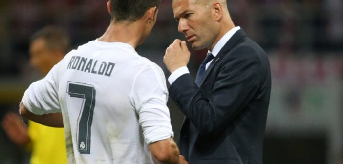 Soccer Football - Atletico Madrid v Real Madrid - UEFA Champions League Final - San Siro Stadium, Milan, Italy - 28/5/16 Real Madrid coach Zinedine Zidane speaks to Cristiano Ronaldo before the penalty