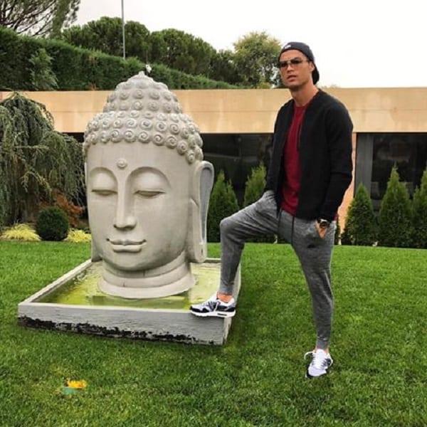 Cristiano Ronaldo attaqué par la communauté bouddhiste...La raison!