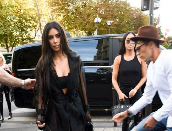 Kim Kardashian agressée par deux hommes armés dans un hôtel parisien