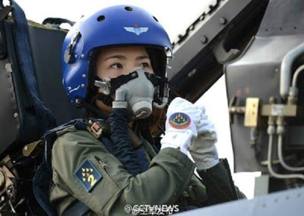 Chine: La première femme pilote de chasse meurt  lors d'un exercice d'entraînement  (PHOTOS)