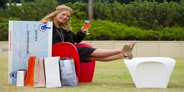 Une jeune femme reproche à Euromillions de l'avoir rendue riche... Explications!