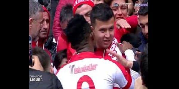 Turquie: Très beau geste de Samuel Eto'o envers un supporteur non-voyant...photo