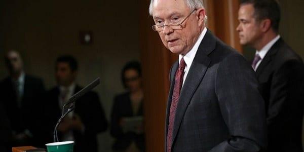 Le ministre américain de la Justice accusé d'avoir pactisé avec les Russes