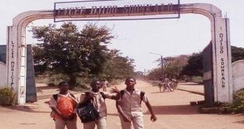 L'entrée principale du Lycée