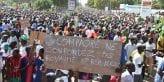 688643-des-manifestants-soutenant-le-parti-d-opposition-au-burkina-faso-protestent-contre-le-projet-de-revi