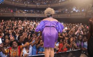 Vidéo- Yemi Alade offre un show triomphal à Paris