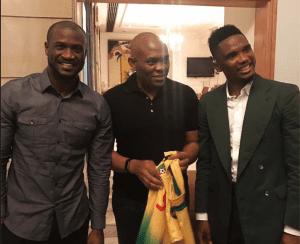 Samuel Eto'o en visite surprise chez le groupe P-Square à Lagos! Photos