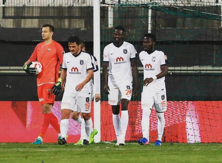 Football: Grâce à Emmanuel Adébayor, Basaksehir est en demi-finale de la coupe de Turquie