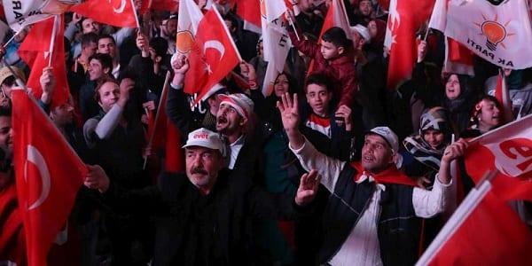 Turquie: l'opposition dans les rues pour réclamer l'annulation des résultats du référendum