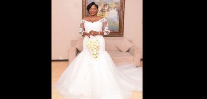 il y a plusieurs ans la robe de mariée de couleur blanche très