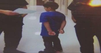 La-police-menotte-un-enfant-de-7-ans-la-photo-qui-choque-l-Amerique_exact1024x768_l
