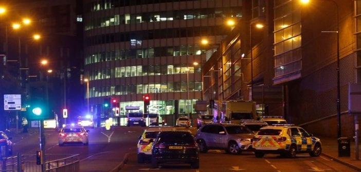 Angleterre: une explosion fait plusieurs morts et blessés, à Manchester lors d'un concert