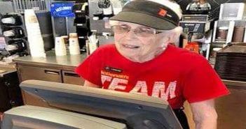 a-94-ans-elle-travaille-encore-au-mcdo-806841