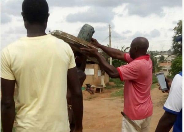 Nigeria: un homme battu et déshabillé pour avoir volé un ventilateur dans une église(PHOTOS)