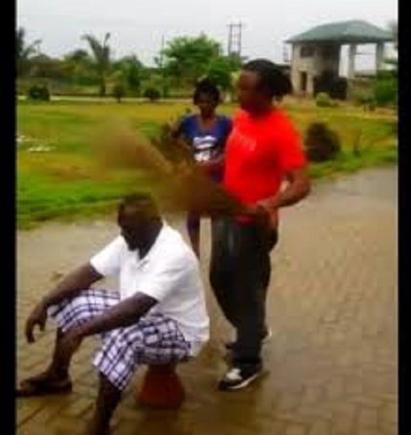 Ghana: un homme utilise des balais pour attraper un voleur (VIDÉO)