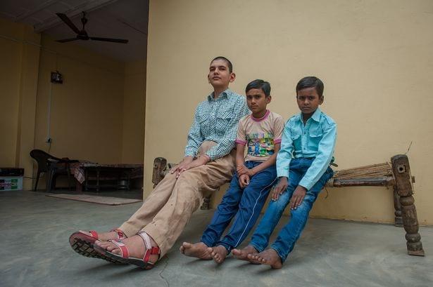 karan singh le plus grand enfant de 8 ans du monde photos. Black Bedroom Furniture Sets. Home Design Ideas