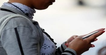 L'Arcep, le régulateur français des télécoms, a décidé de retirer un projet de régulation des terminaisons d'appel SMS, faute d'être parvenue à s'entendre avec la Commission européenne sur ce dossier. /Photo d'archives/REUTERS/Jorge Silva