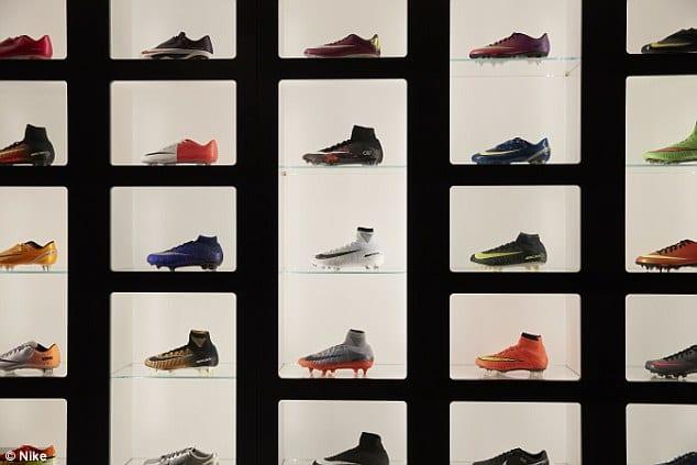 Cristiano Ronaldo montre son énorme collection de chaussures...Et explique son départ d'Angleterre
