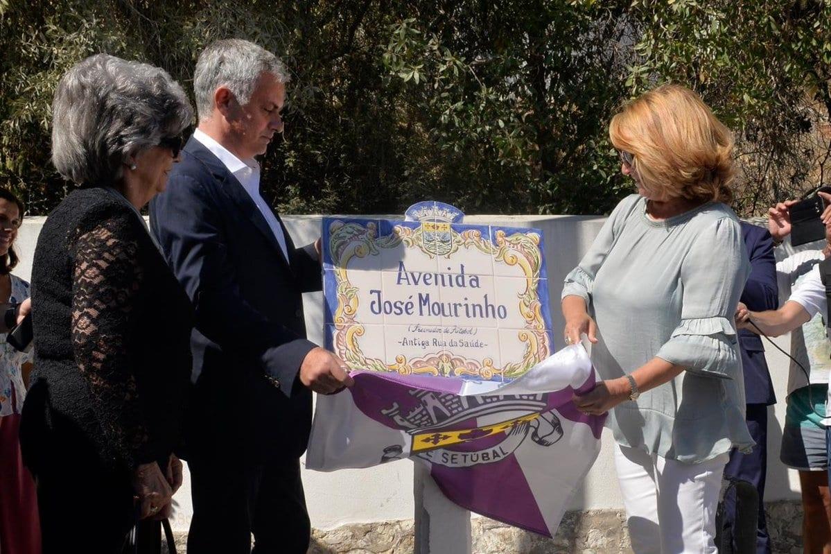 José Mourinho inaugure une avenue baptisée en son nom