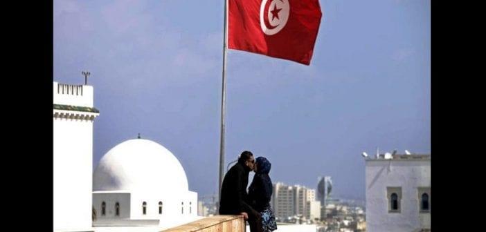 Tunisie: un couple emprisonné pour s'être embrassé en public