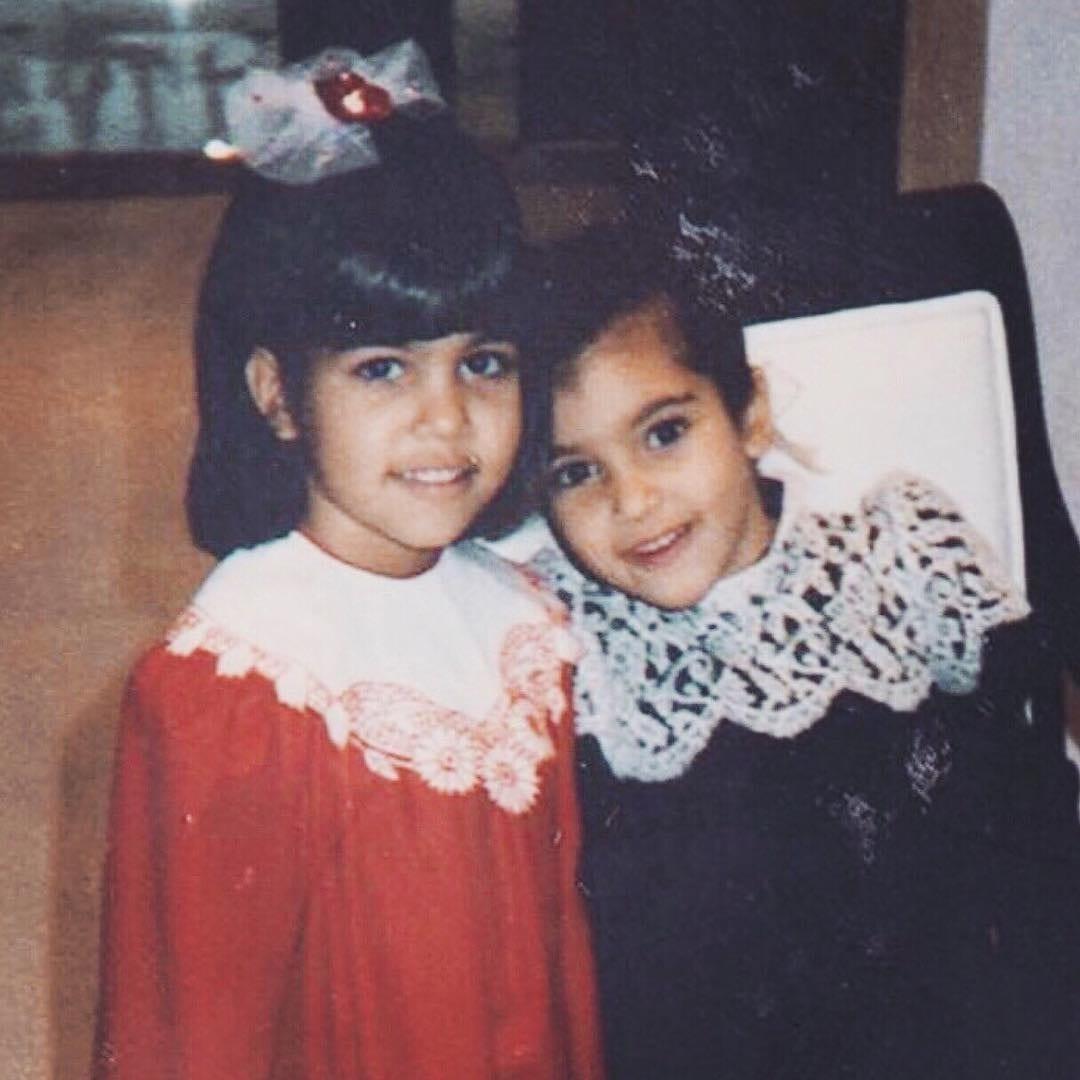 Cette photo d'enfance de Kourtney et Kim Kardashian qui fait le buzz