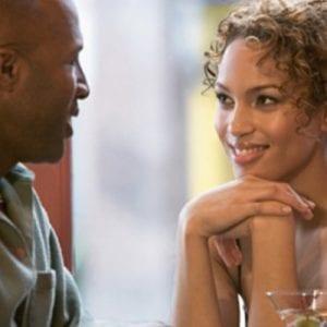 Les hommes : voici quelques signes importants qui montrent qu'une femme s'intéresse à vous
