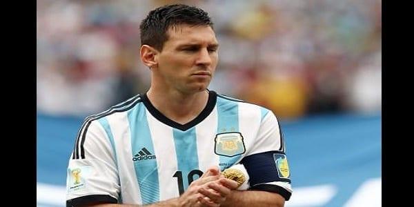 Lionel-Messi-vexe-il-refuse-un-prix_paysage_460x380