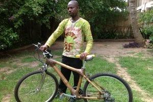 Une Ghanéenne fabrique des vélos en bambous, écologiques et durables