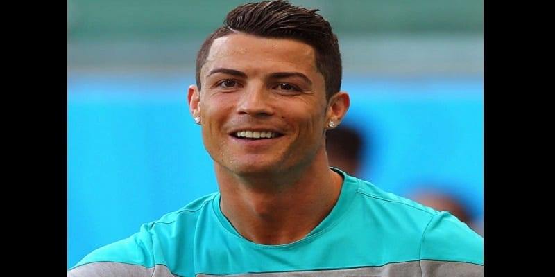 Cristiano-Ronaldo-cut-the-latest-hairstyle-2015-AMB