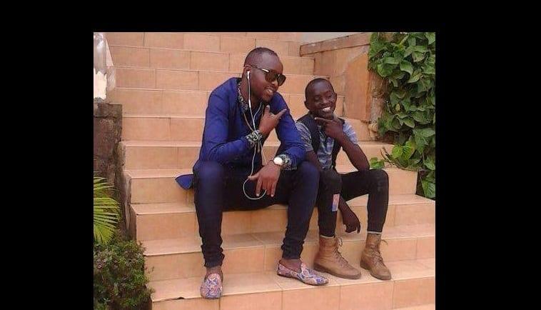 Ougandais Eddy Ses Kenzo De L'un Jeunes Danseurs L'artiste Perd Dans gwqCgP