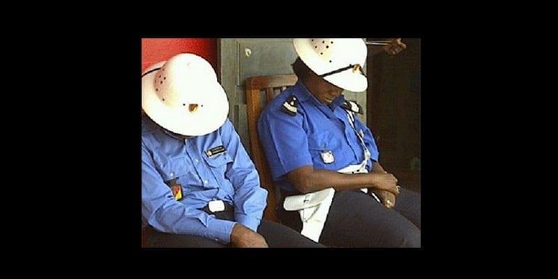 policiers_dorment430